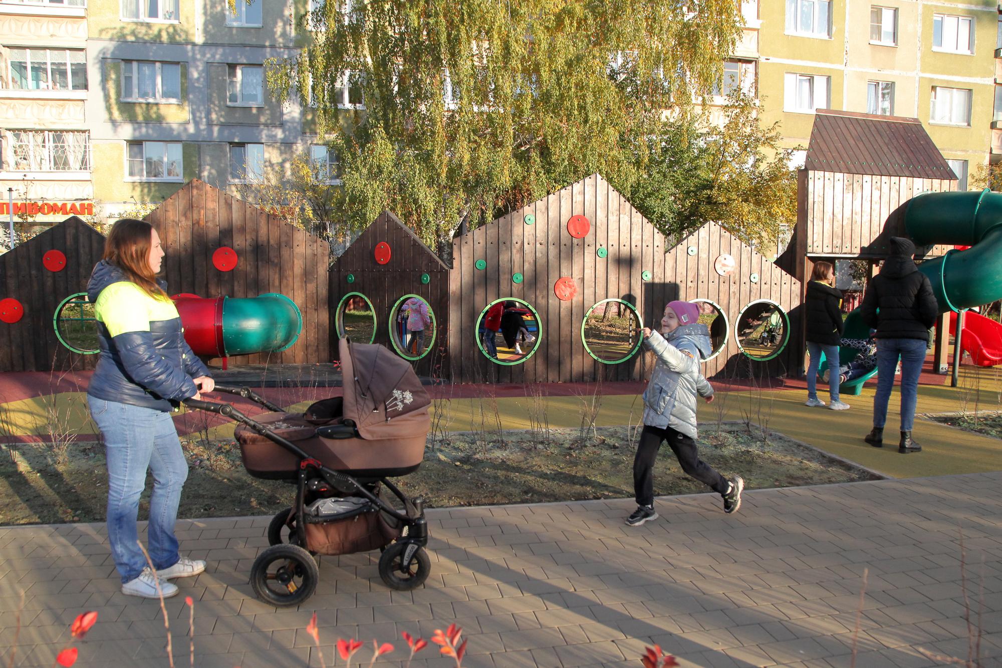 Детская площадка за 25,6 млн рублей появилась в Нижнем Новгороде - фото 1